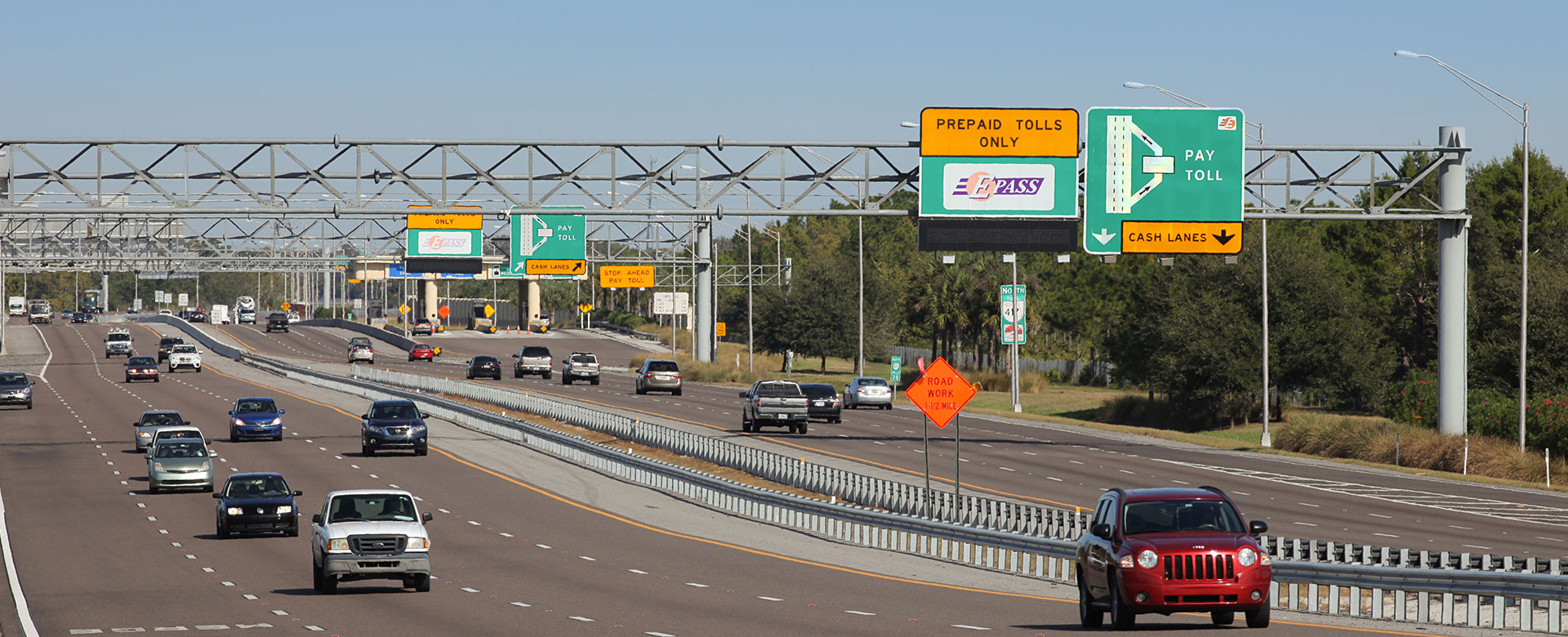traffic flowing freely on Central Florida Expressway toll road 417