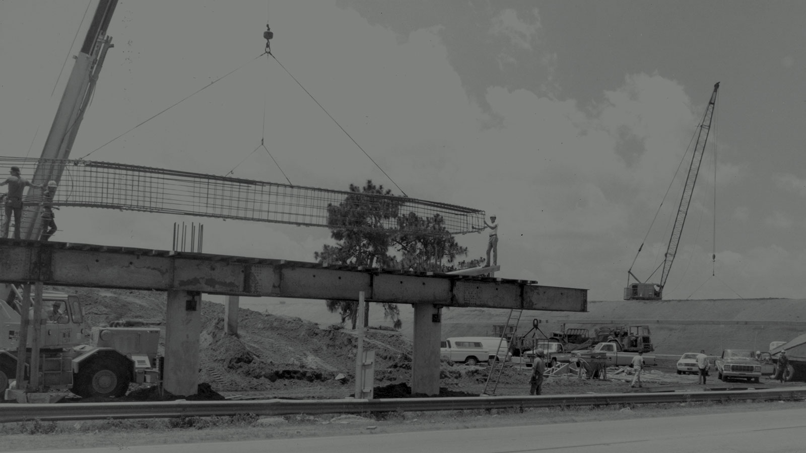 Construction of steel and concrete support structure for Central Florida Expressway toll road 528
