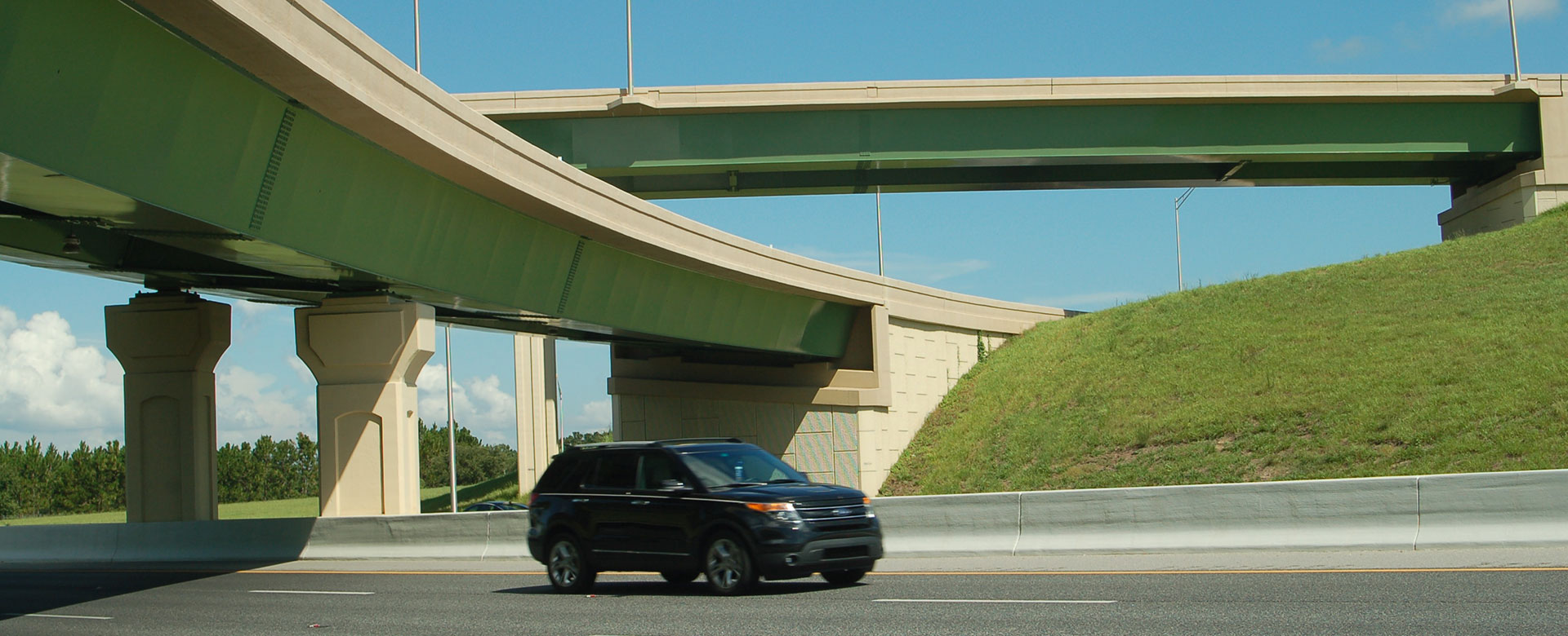 SUV driving under flyovers on Central Florida Expressway toll road 451