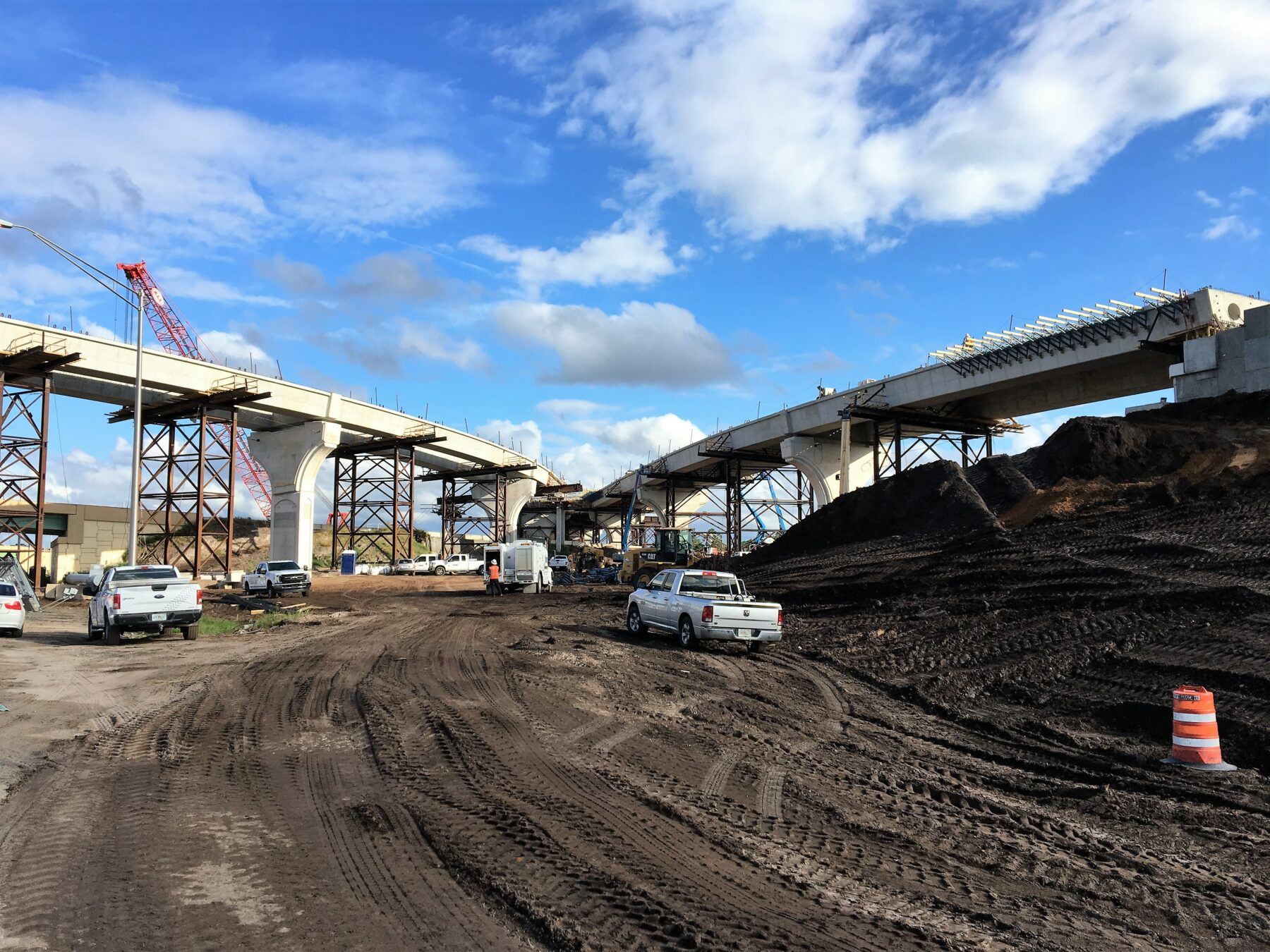 Construction of State Road 417 flyover ramps