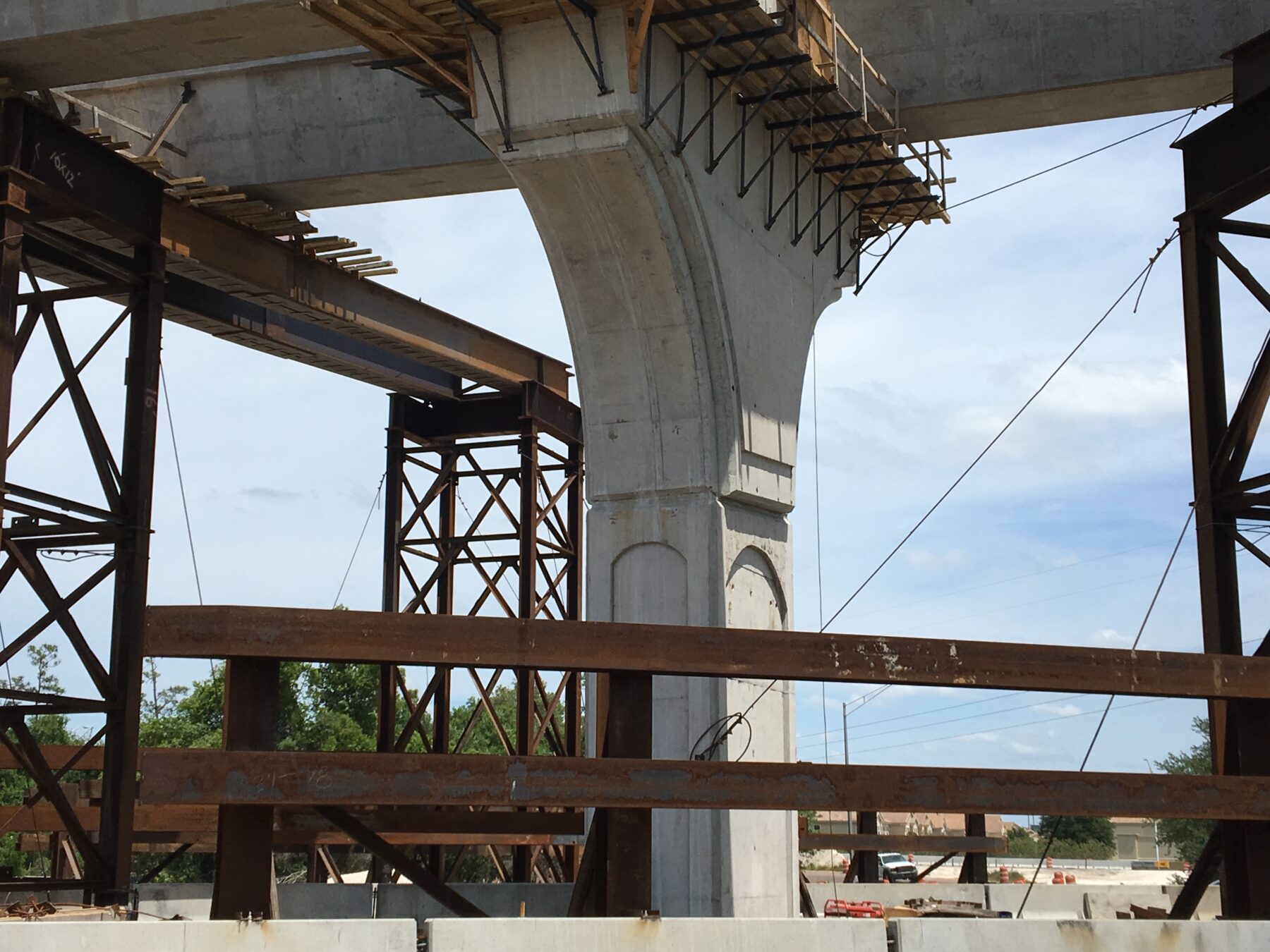 Construction of State Road 417 flyover ramps support pillar