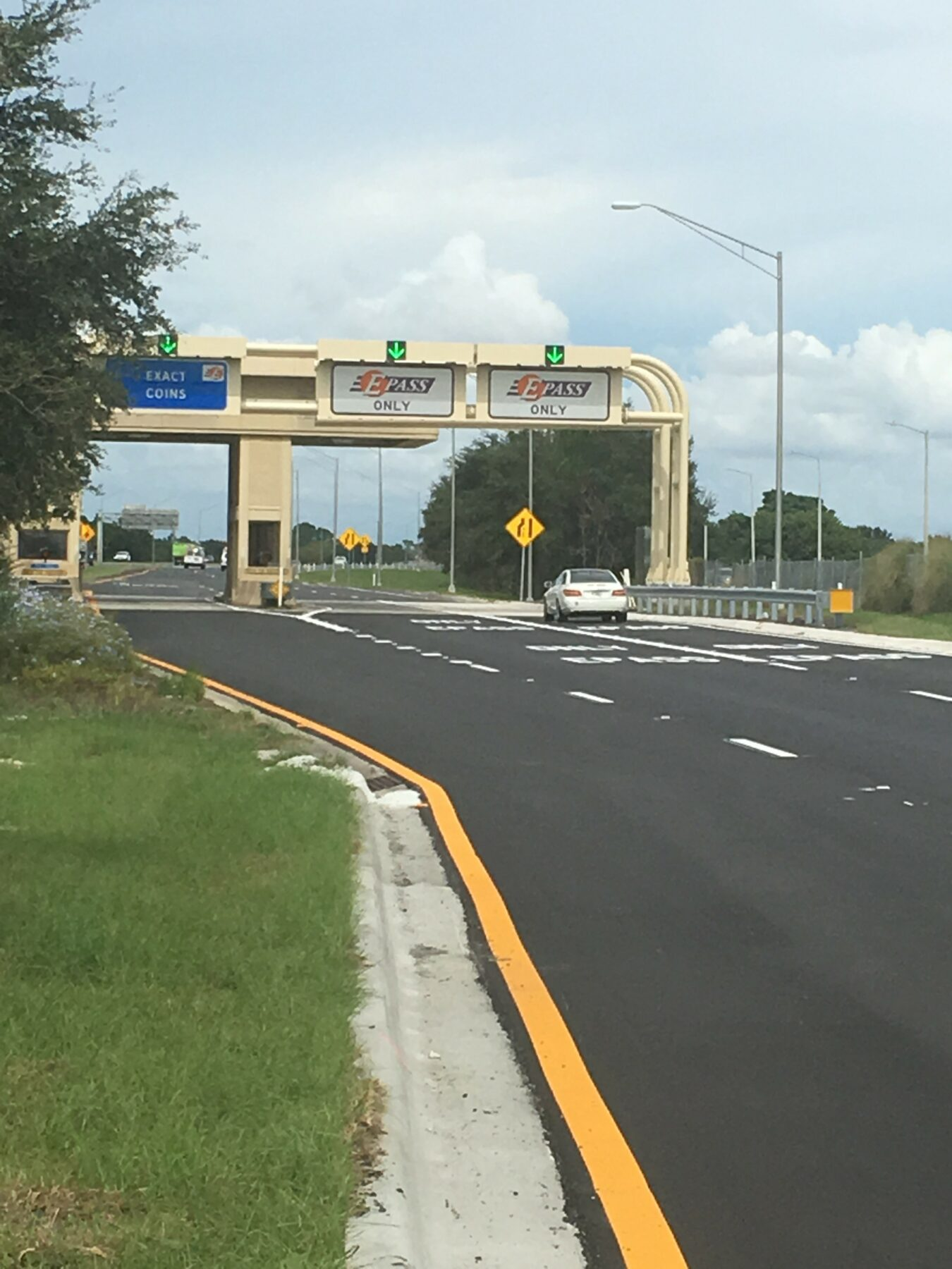Toll plaza at State Road 429/County Road 535 Entrance Ramp