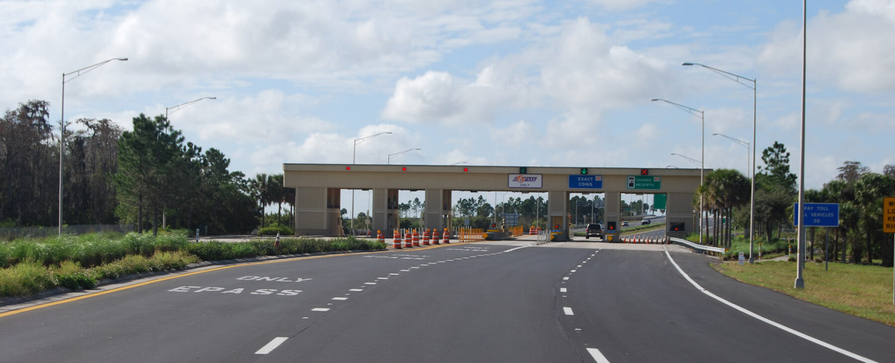 Central Florida Expressway toll plaza with E-PASS, exact change, and change/receipts lanes