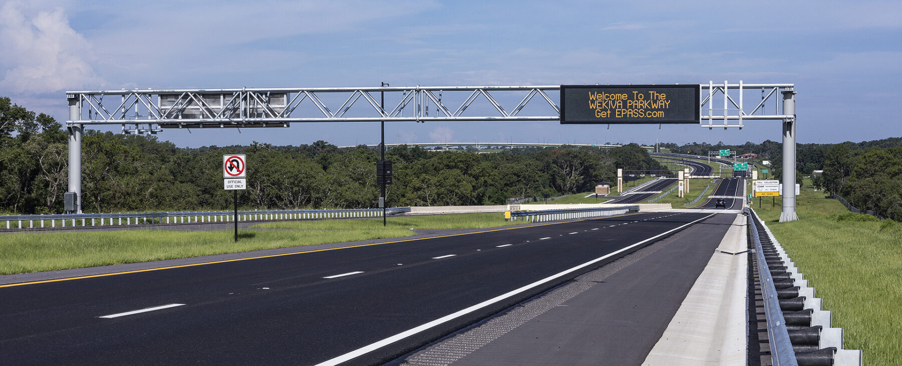 Central Florida Expressway Authority message board showing message: Welcome to the Wekiva Parkway. GetEPASS.com